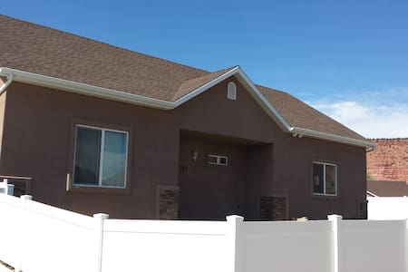3BD/2Bath Home near 3 Nat'l Parks - 卡納布(Kanab)