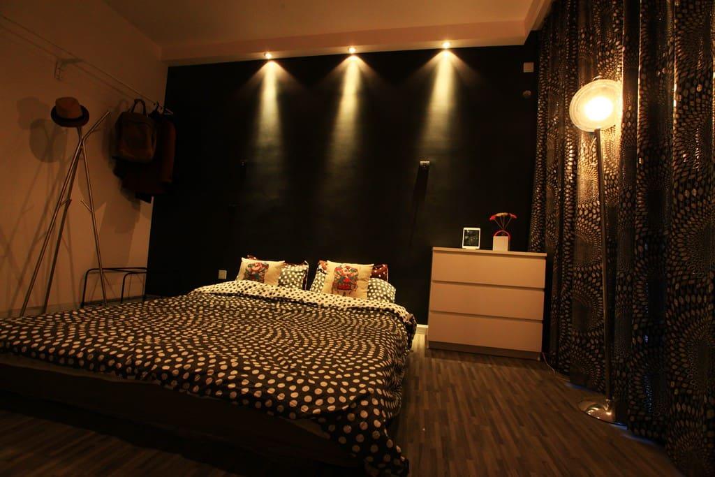 Room with Bluetooth  HIFI speaker. Purely simple-Design. 极简设计,经典黑白