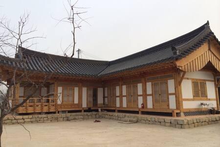 GyeongJu han-ok stay(SOLLANG)