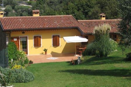 casa con giardino - Malcesine - Leilighet