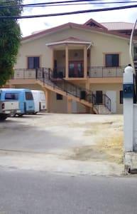 Jogie Rd, San Juan, furnished apt with parking. - San Juan - Leilighet