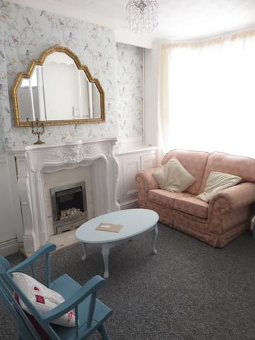Boutique 2 bedroom house near city! - Liverpool - House