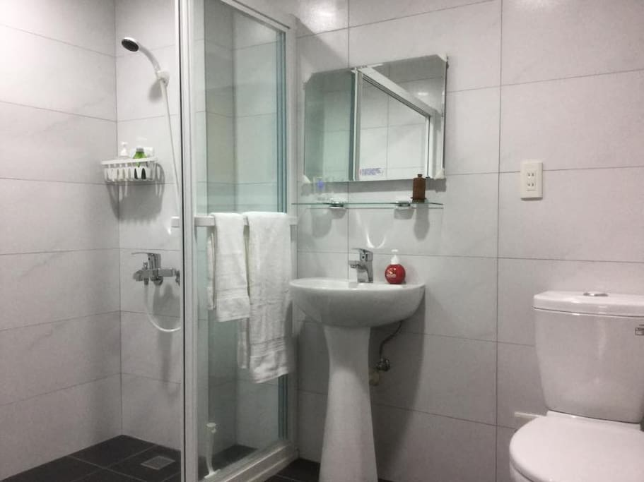 Master Bathroom 套房衛浴