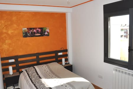 Lovely quiet room +private bathroom - Huesca