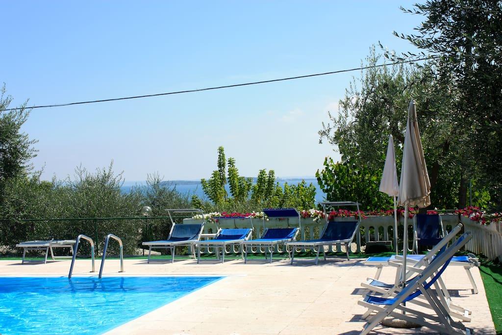 Ap5 lago di garda giardino piscina appartamenti in for Appartamenti lago di garda affitto agosto