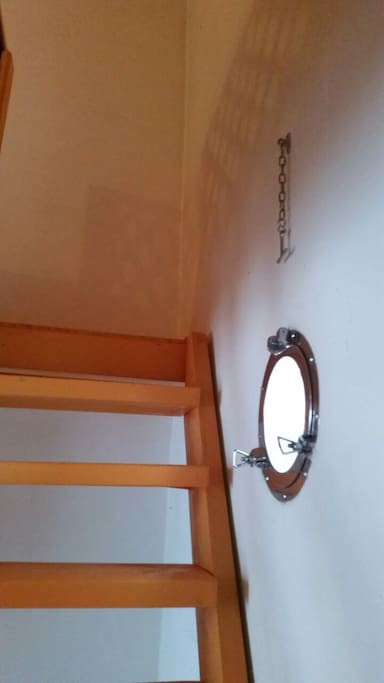 Scala per accesso alla camera con 2 posti letto.