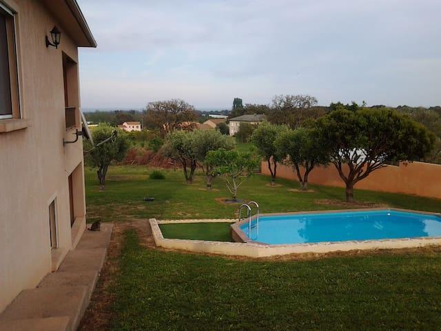 Rez de jardin vue mer, avec piscine - Penta-di-Casinca