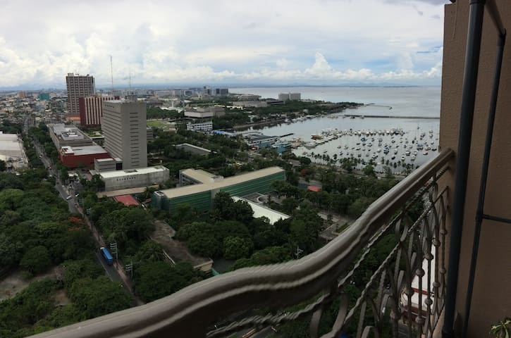 Le Mirage de Malate (28th Floor with Views)