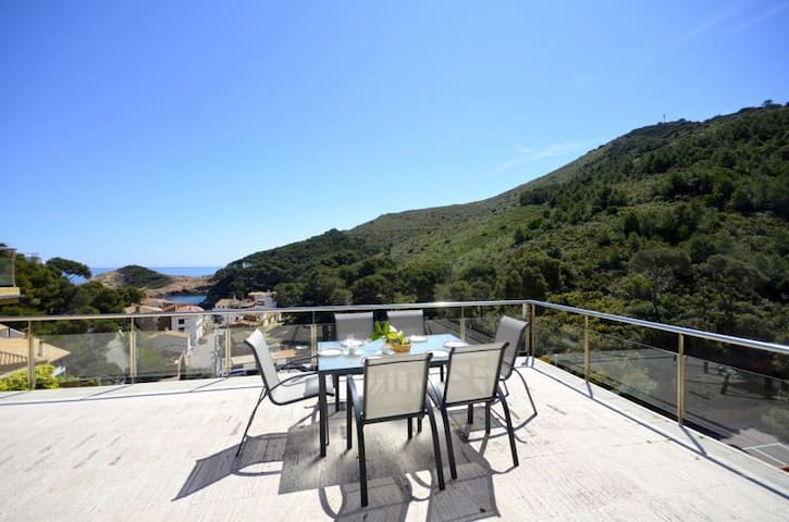 Exclusive duplex apartment situated in a prestigious community just 70 meters away from th - Begur - Dom