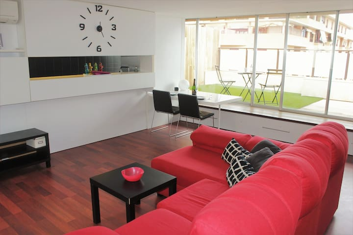 Spacious studio with terrace by the University