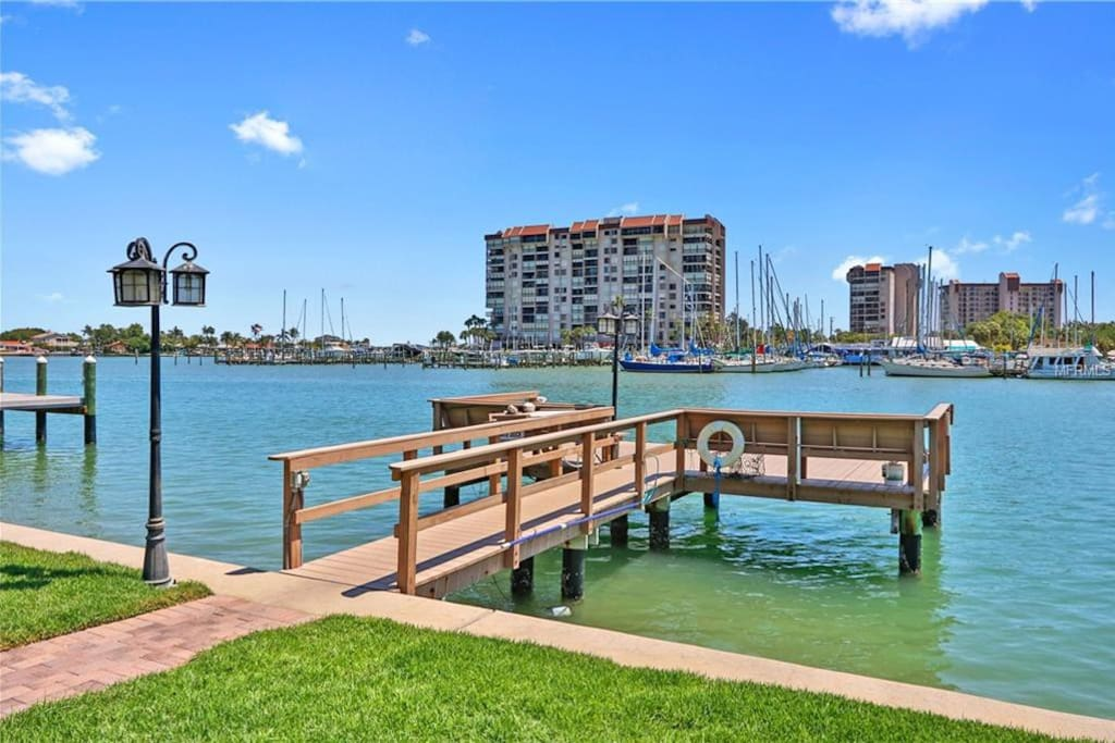Private fishing dock, gas grill, gas fire pit
