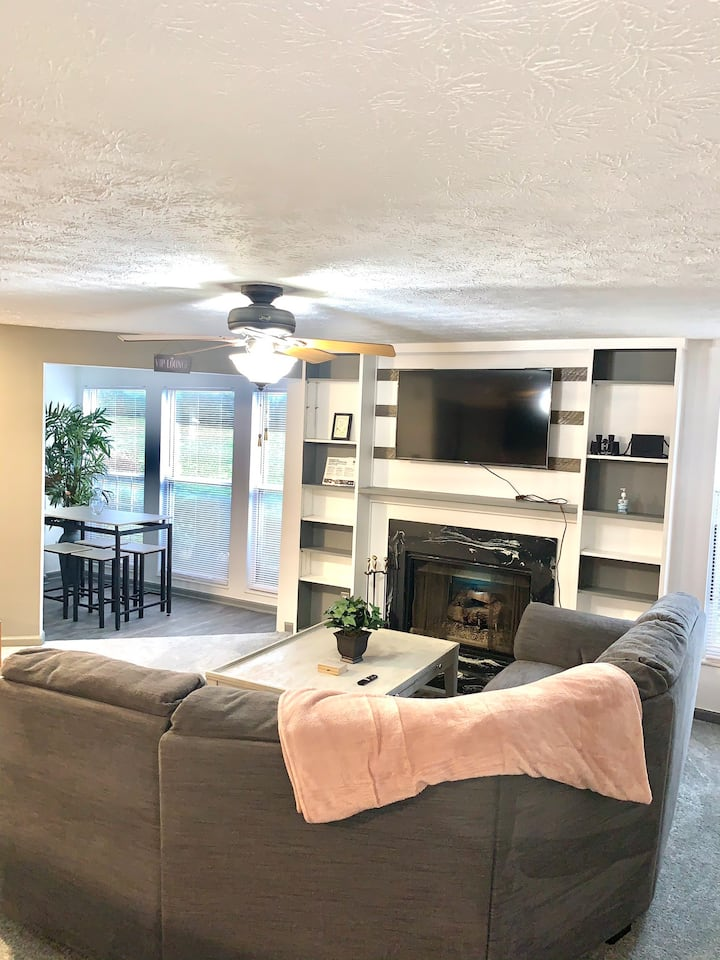 ✨Ranch Style Luxë Condo. Mins from the Mountains ✨