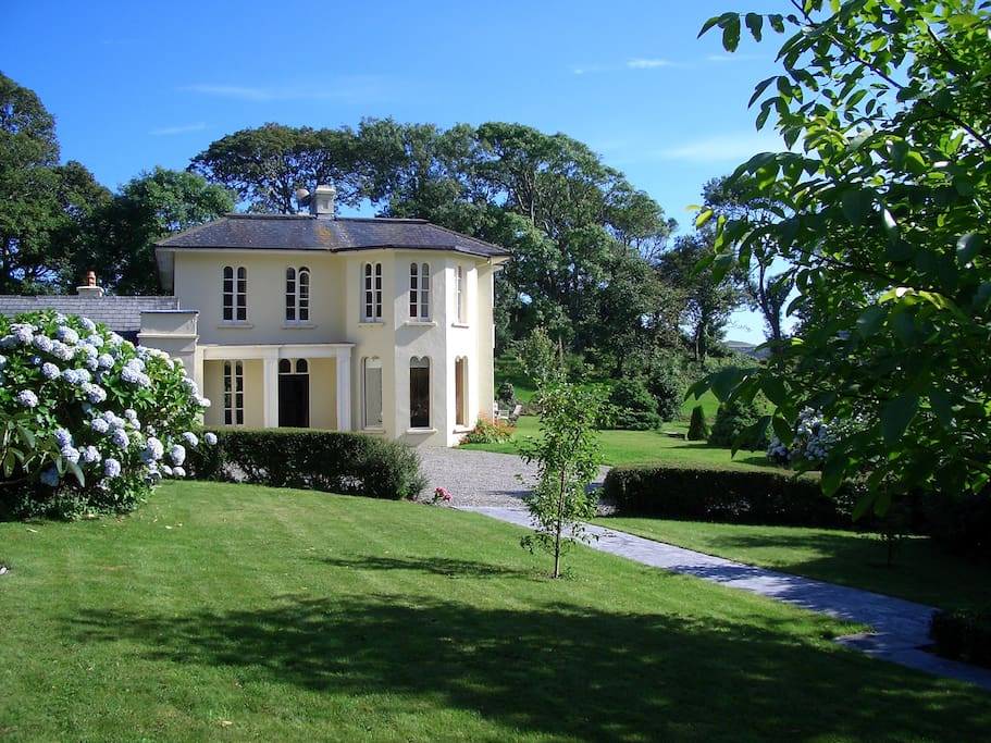Built by Lord Carberry in 1830  on a private estate of 14 acres. Garden, fields and woods.