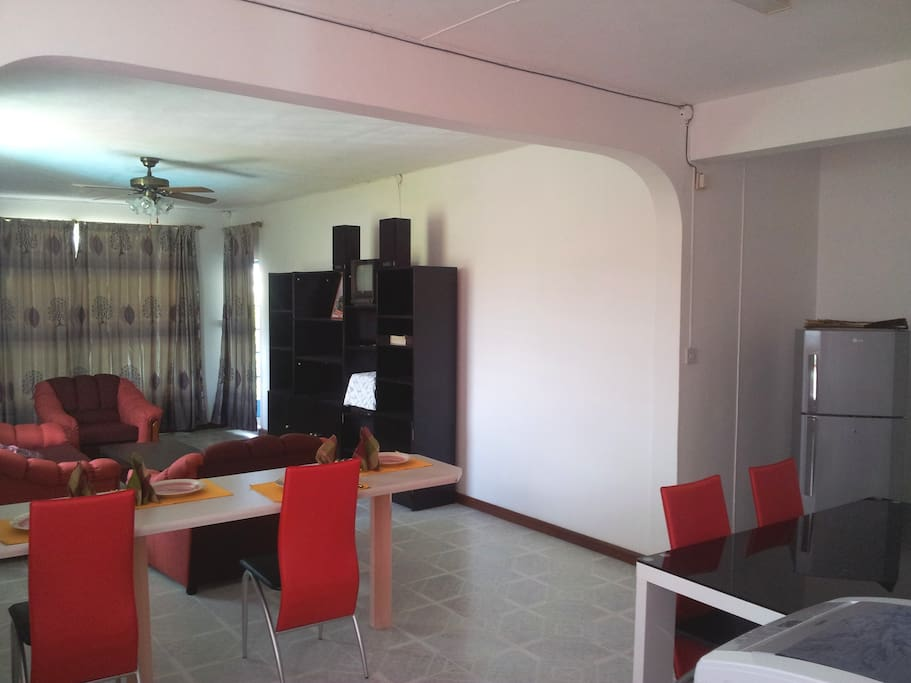 Lounge/Dining Room with open-plan fully equipped kitchen