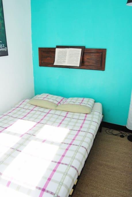 Un lit deux personnes : 140 X 190 cm