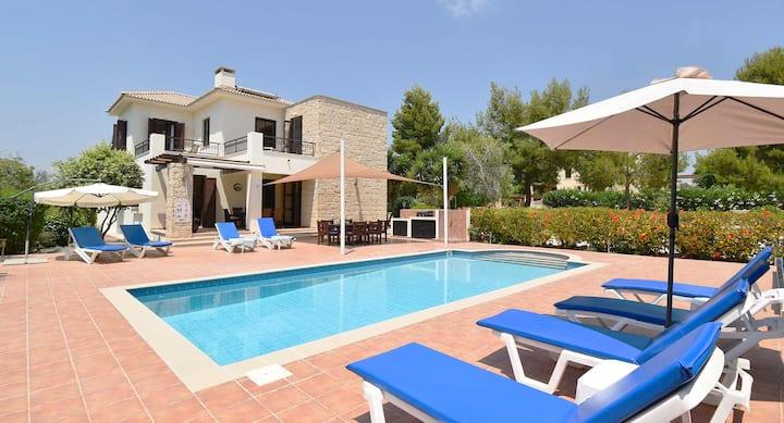 Spacious Villa Kellia with pool and great views