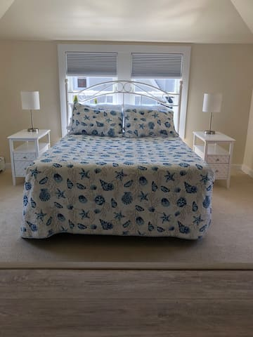 Full size bed with high count sheets. Sunny south facing room with black-out shades.
