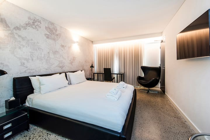 Private City Haven - Suite with Rooftop Terrace