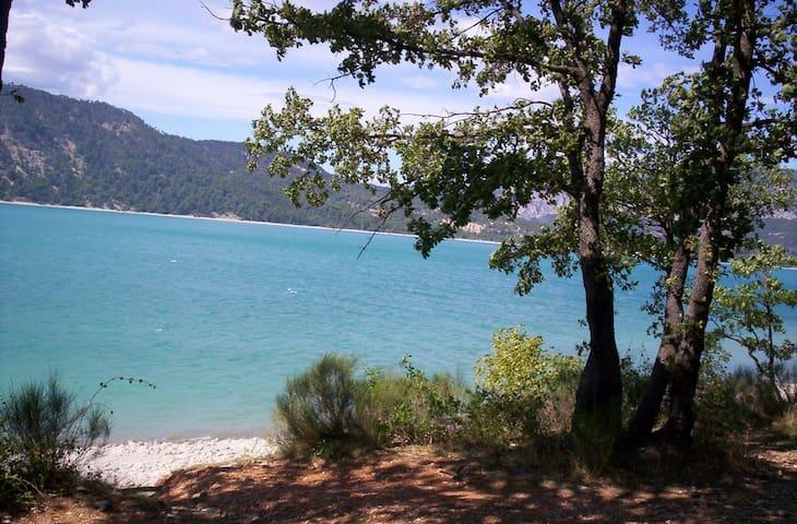 lake Sainte Croix. PROVENCE - Les Salles-sur-Verdon - Dům