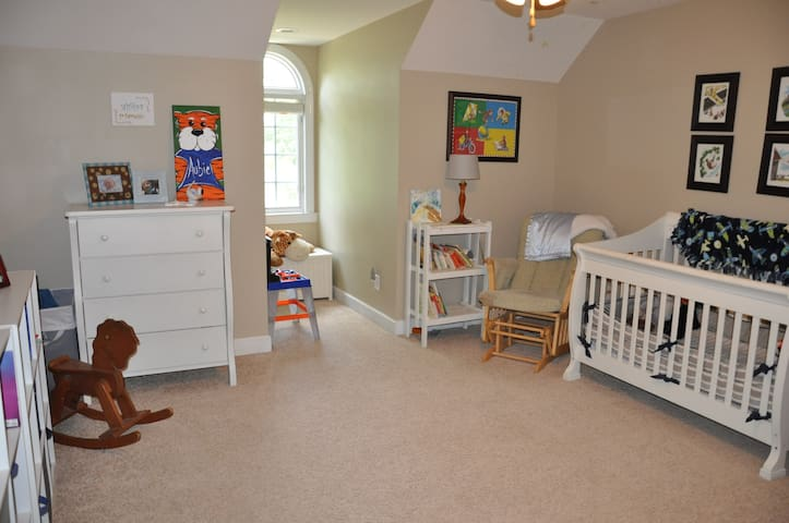 Bedroom 5- Crib and Pack 'N Play available
