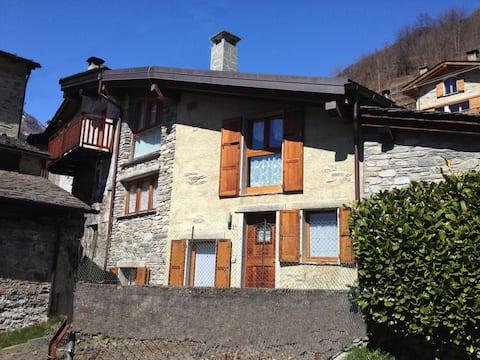 Chiesa in Valmalenco Casa in borgo