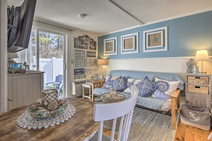 Cozy Dennis Port Condo w/Patio-Walk to Beach &Pool
