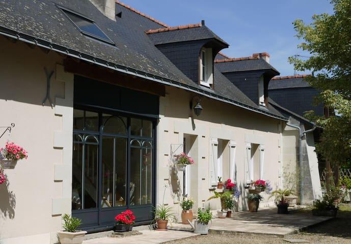 Chambre d 39 h te proximit saumur guesthouses for rent for Chambre d hote saumur