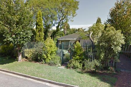 Well run house in Johannesburg East - Germiston - Rumah