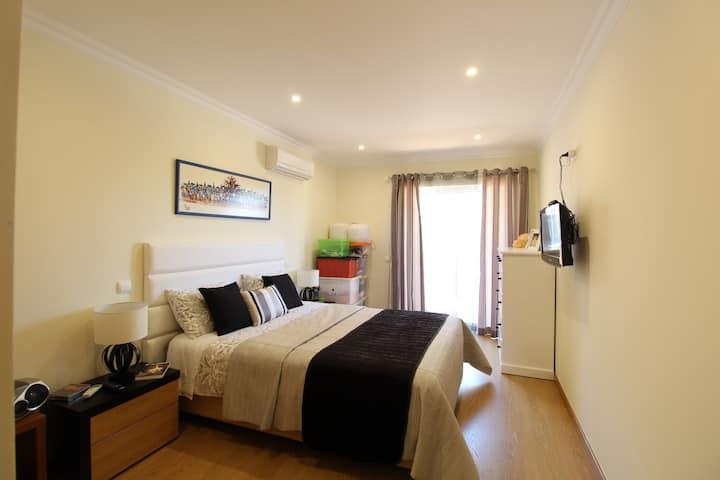 Apartamento T1 Moderno e Confortável Com Vista