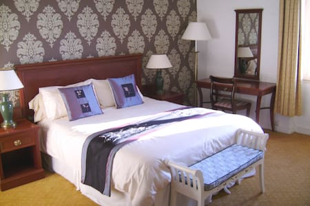 Stay in stunning surroundings - Bed & Breakfast