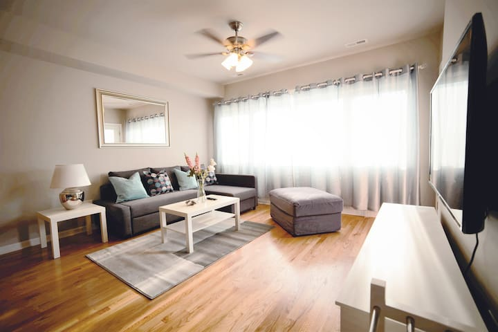 Convenient Brand New 3 Bedroom Apartment w/WIFI