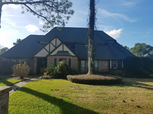 4 BR 3BA HOME with large upstairs loft.