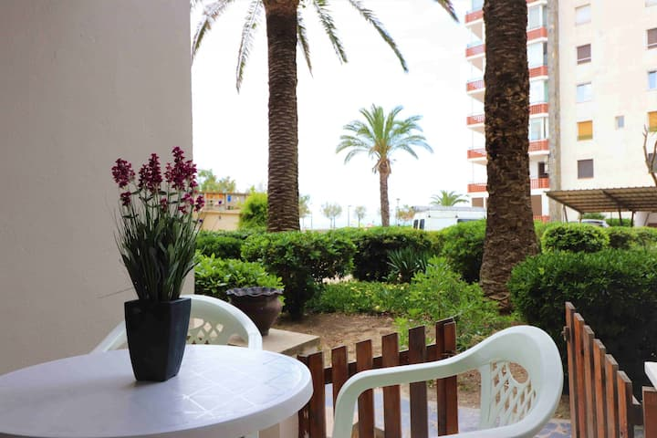 Apartment in first line of the beach in Roses for rent-PELEG318