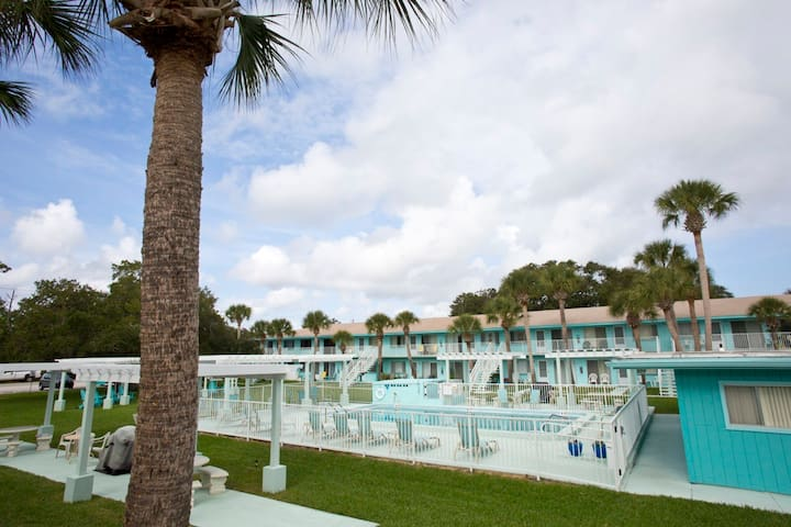 Beachside Condo in New Smyrna!