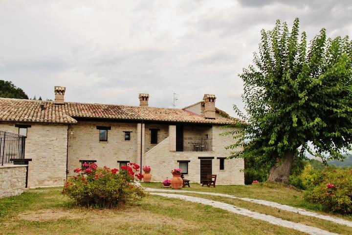 Appartamento in casale con piscina - Pieve Torina  - Huoneisto