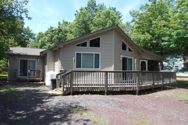Book your summer getaway now! Close to the lake