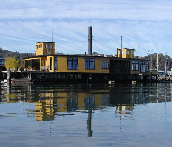 Historic Ferryboat In Sausalito - Sausalito - Talo