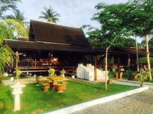 50's Lotus Village (B: Long House) - Kuala Sungai Bahru - Casa