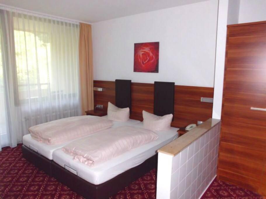 Sch nes hotelzimmer in ruhiger lage bed breakfasts zur for Hotelzimmer teilen