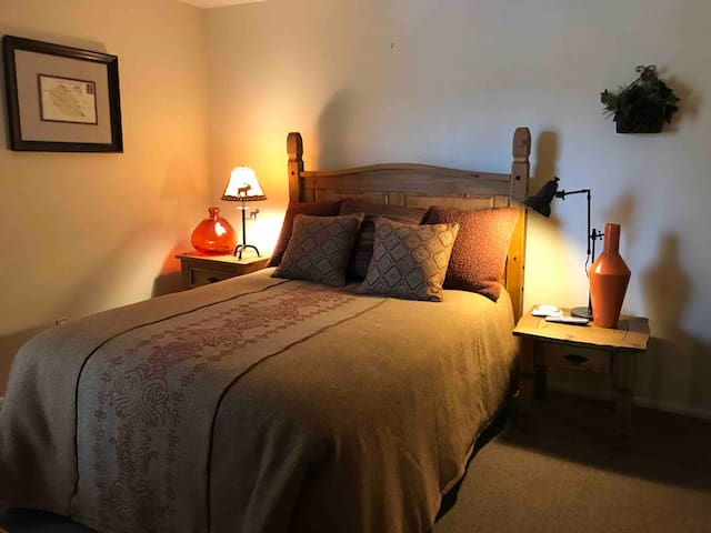 1 bdrm condo at great location/rate