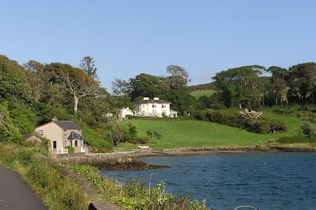 The Gate Lodge of Lough Hyne House - Skibbereen - House