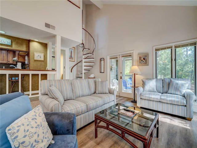 Saint Andrews Common 1664, 1 Bedroom & Loft, Sleeps 8, Large Pool
