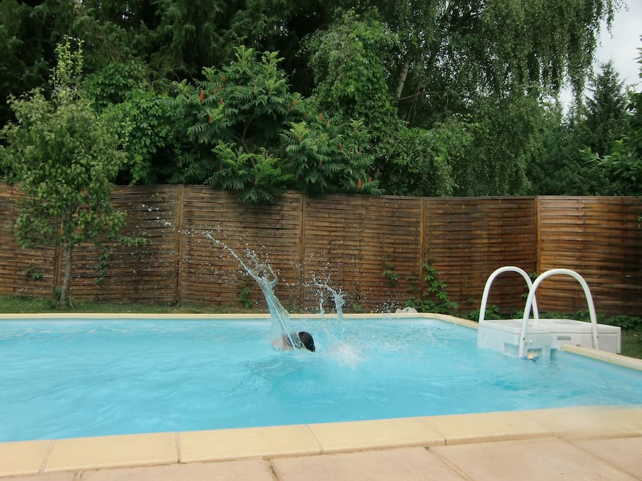Maison piscine wifi p che priv e houses for rent in le rouget auvergne france - Piscine mur a peche ...