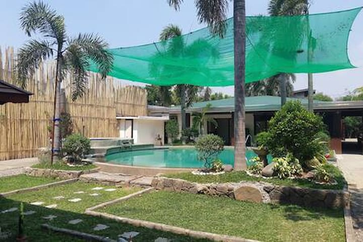 Resort with Private pool, Videoke & Billiard Table