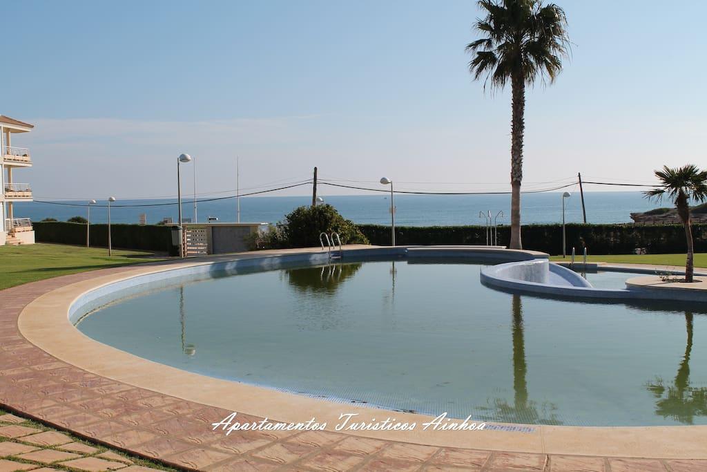 Atico con piscina en primera linea apartamentos en for Apartamentos en madrid con piscina