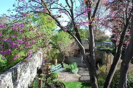 Charming Cotswold cottage, Nr Stratford on Avon