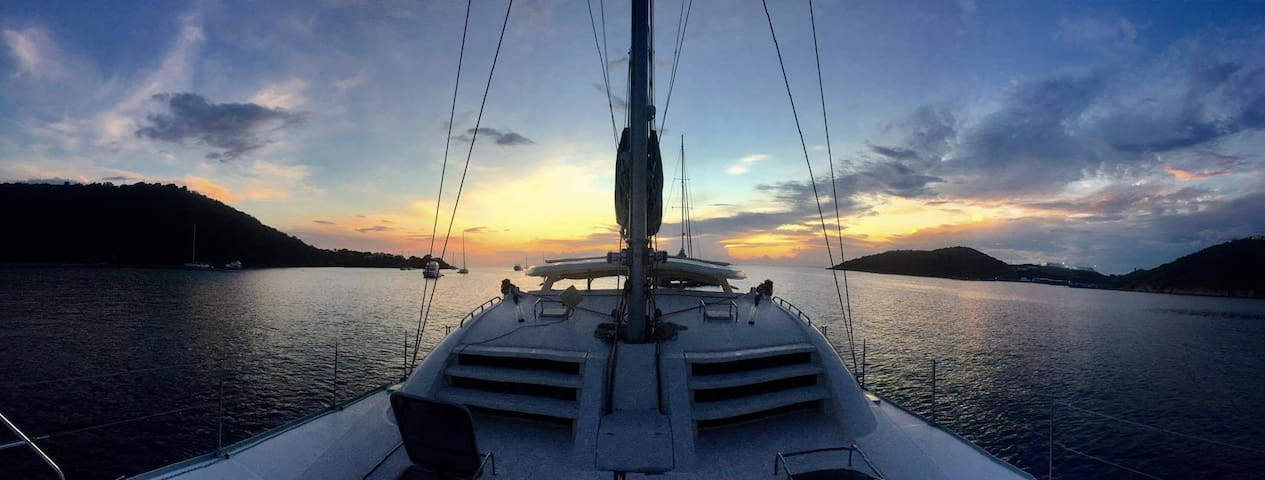 Live aboard our Catamaran  -  Spectacular Sunsets! - Charlotte Amalie West - Barco