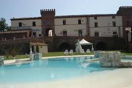 Castello La Pia Dama - Sinalunga
