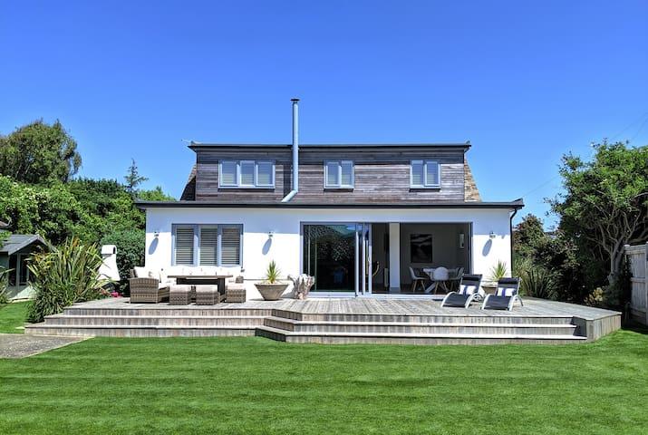 Luxury Seaside Holiday Rental in West Sussex