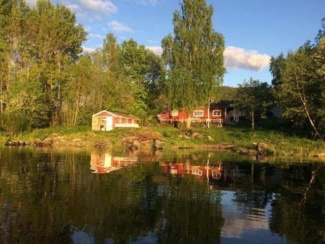 Charming wood cabin by the lake - Vikersund - Blockhütte